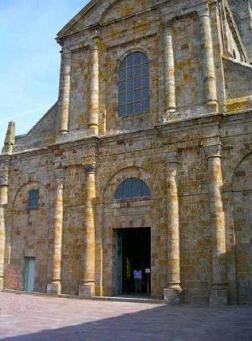 Façade Ouest église abbatiale
