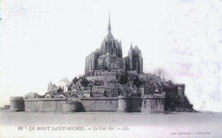 Le Mont-Saint-Michel devient une prison.