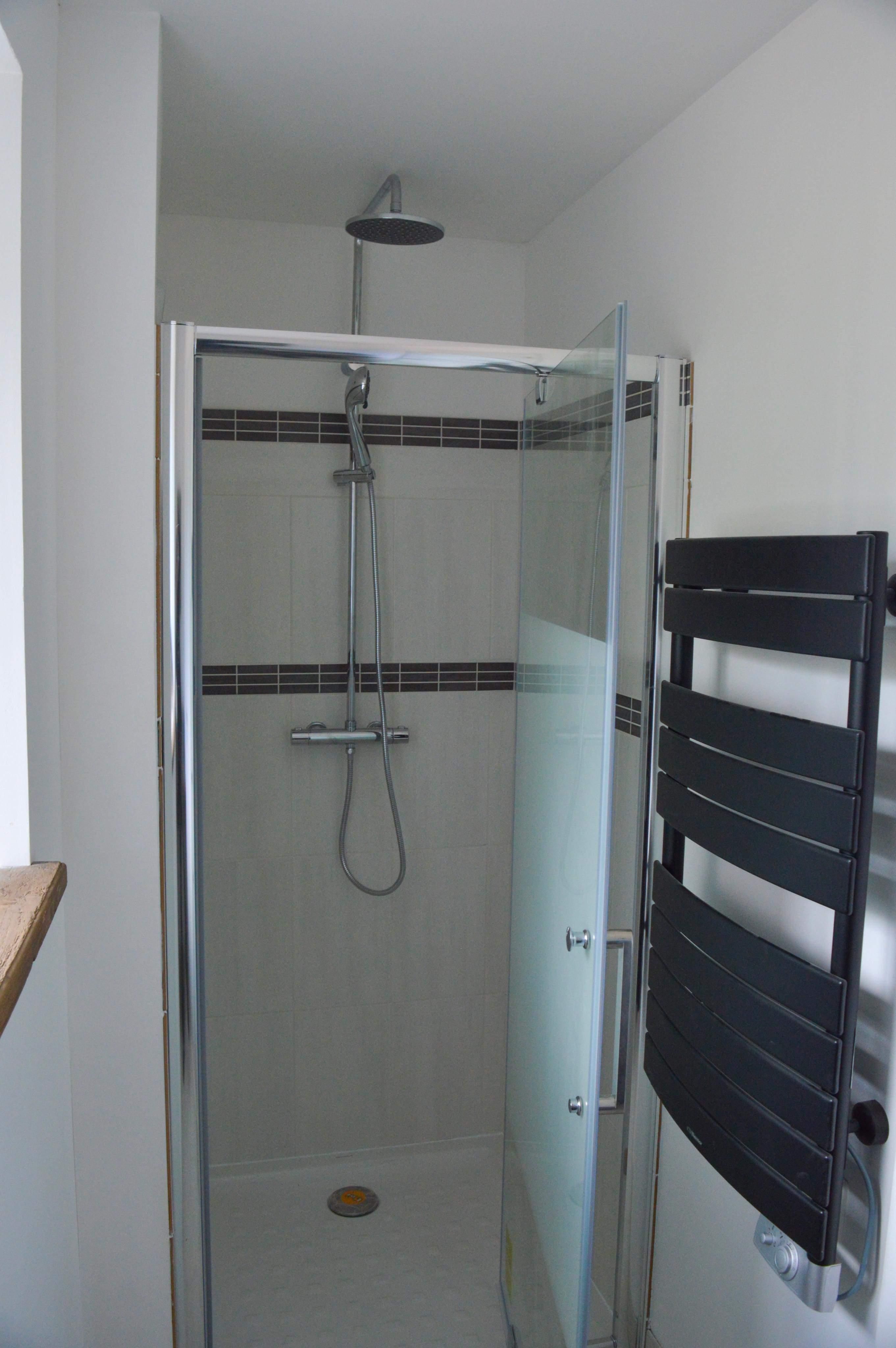 Douche Dans Une Chambre Fabulous La Salle De Bain De La