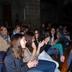 Os escolares recibindo os aplausos do público