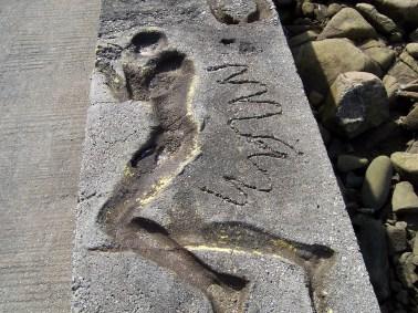 A silueta de Man no peirao de Camelle