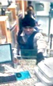 Roban más de 5 millones durante asalto Banco Popular ensanche Isabelita