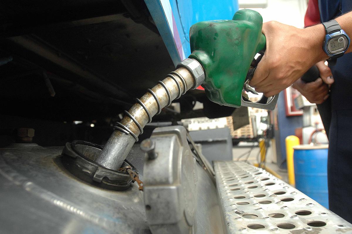 Mayoría de combustibles bajan, el resto mantiene sus precios