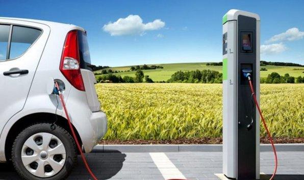 Risultati immagini per auto elettriche colonnine