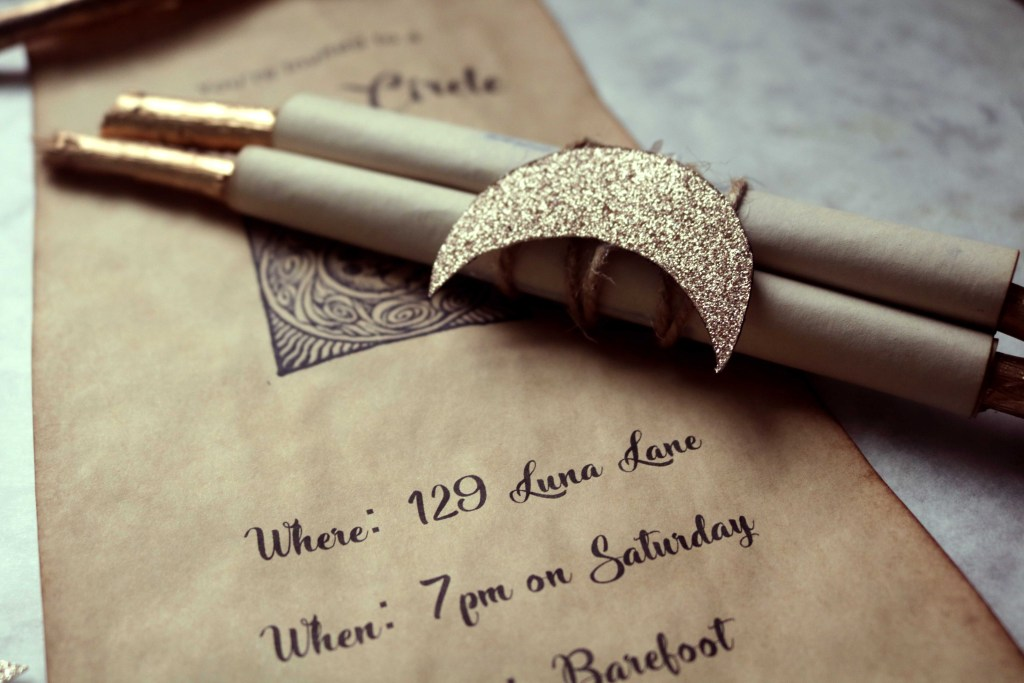 Moon party twig scroll invitations. An easy DIY to make a full moon party magical.