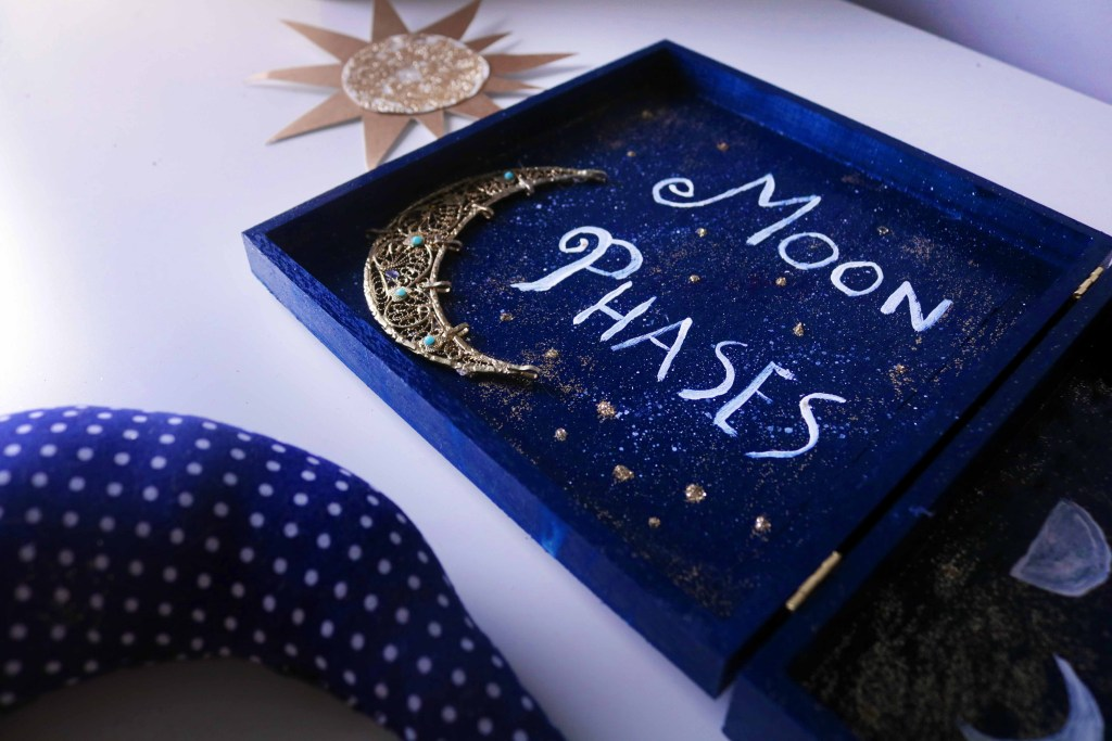 Esbat Moon Altar DIY witchy pagan craft for wiccans and lunaphiles.