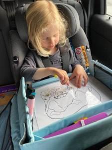 auto reistafel lange autorit met kinderen