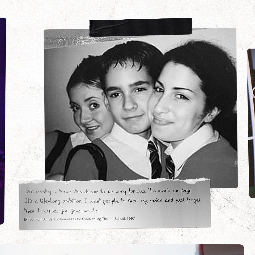 Amy con sus compañeros de escuela