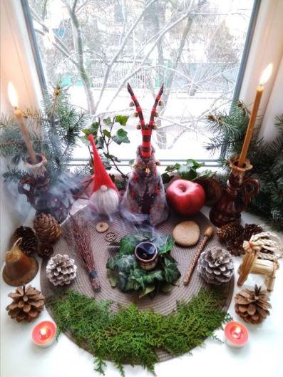 Ритуалы на Йоль (день Зимнего Солнцестояния) Алтарь