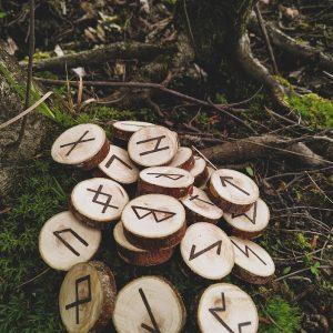 Рунический набор из дерева