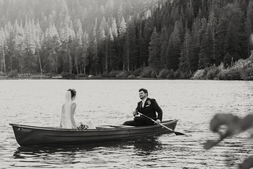 51-tamarack-lodge-twin-lakes-mammoth-wedding-photographer-canoe