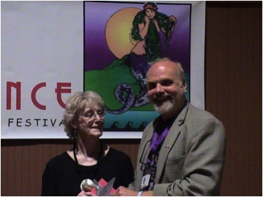 Elizabeth English presents the 2004 Moondance Film Festival Screenplay Award to Arthur Kanegis