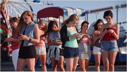 TEENS ON iPHONES