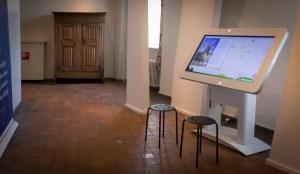 Applicaties voor aanraakschermen. Touch tafel in Kasteel Huis Bergh
