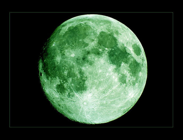 "REPORTS OF A 4-20 ""GREEN MOON'"" GO VIRAL, BUT ARE THEY TRUE? OR JUST SKUNKY DIRT WEED NONSENSE?"