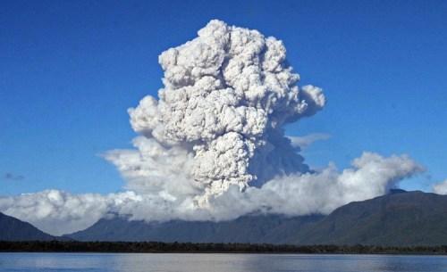 此為火山噴發時的壯觀情景