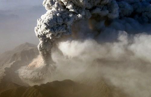 火山噴發固然壯觀,但是對人類所造成的災害是無法計算的