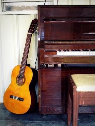 Main Lodge: Guitar and piano