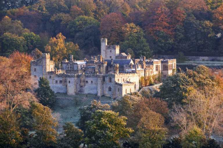 Vue paysage du chateau de Haddon Hall, credit photo: https://www.historichouses.org