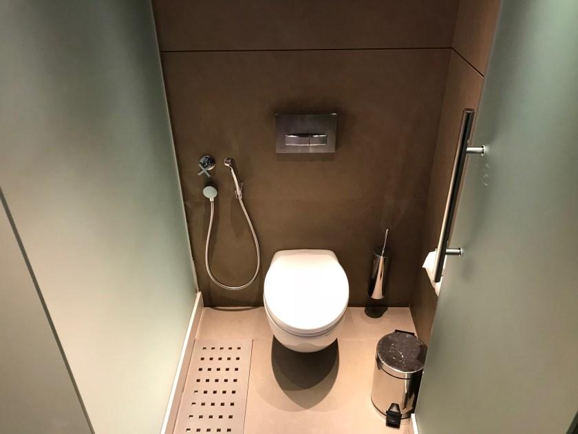 Al Mourjan Business Class Lounge Shower Suite Toilet