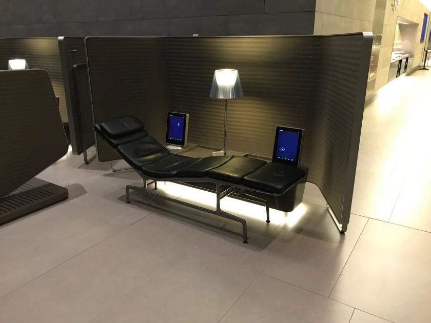 Al Mourjan Business Class Lounge Business Center Sleeper Sofa