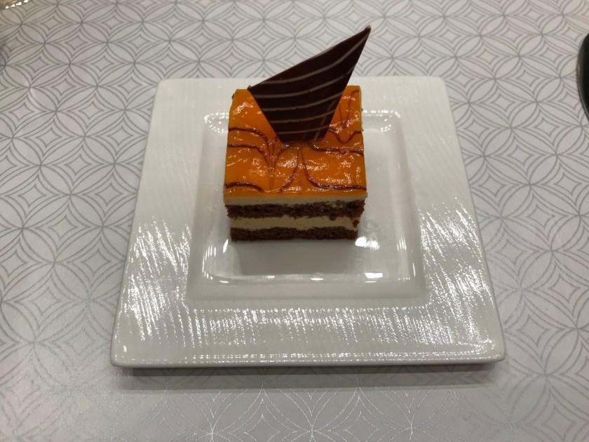 Al Mourjan Business Class Lounge Dining Resort Dessert