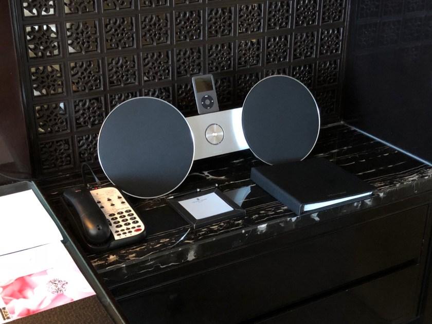 The Ritz-Carlton Hong Kong 112-15 Stereo