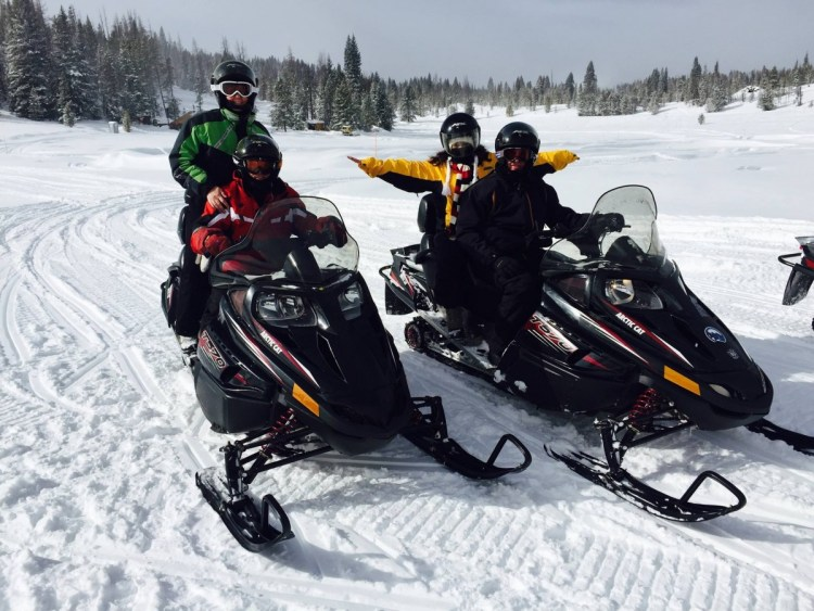 This image has an empty alt attribute; its file name is snowmobiling_colorado_lifestyle_snow-627538.jpgd_-1024x768.jpg