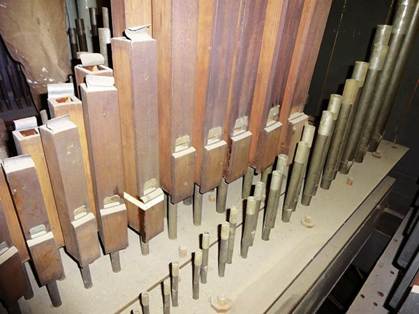 Norman&Beard's leathered wooden flute pipes at Beckenham  Baptist Church (1903)