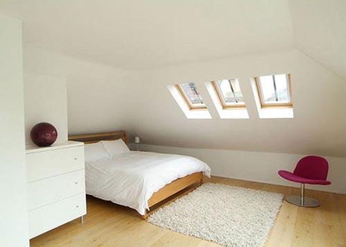 fotografia decoracion atico usado como dormitorio blanco y simple