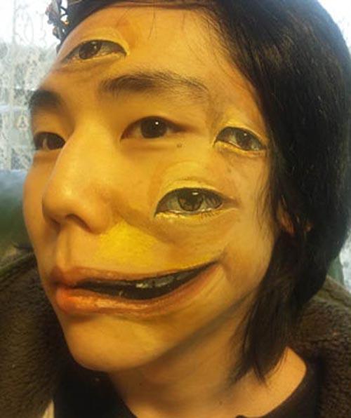 trabajo body art ojos boca deformada artista japonesa chooo san