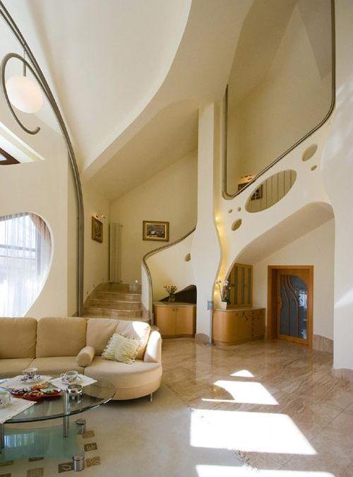 Swing House, curvas elegantes en una casa en Polonia