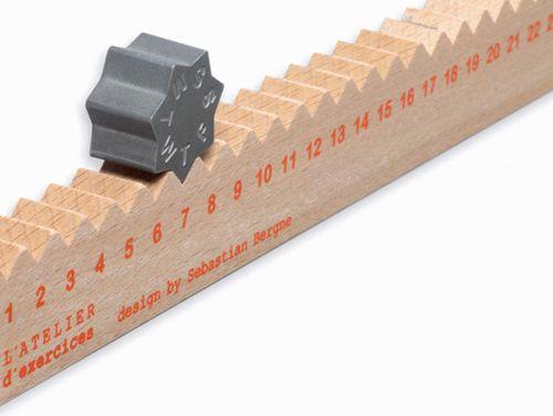 calendario regla monthly measure calendar and ruler diseñado sebastian bergne