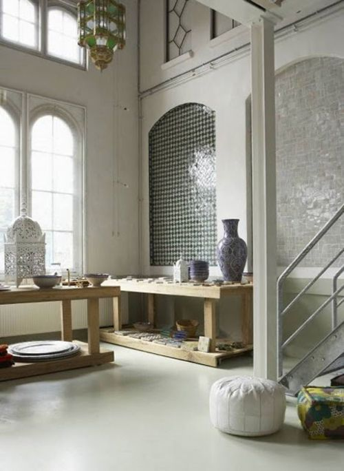 ventanal habitacion estilo marroqui escalera