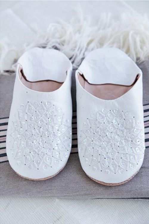 detalles zapatillas marroquis blancas