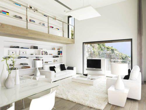 Una casa moderna y minimalista con vistas al mar
