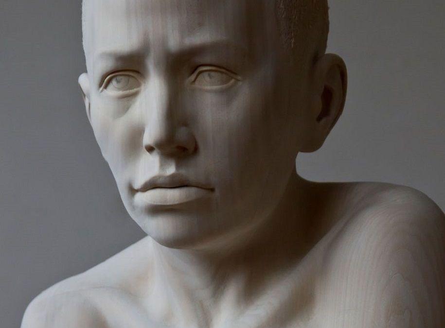 Esculturas de madera cargadas de emoción