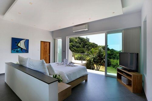 Dormitorio minimal en Villa Beyond