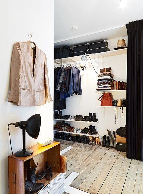 Vestidor amplio en madera y blancos