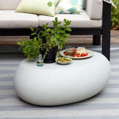 Mesa de piedra con forma redonda