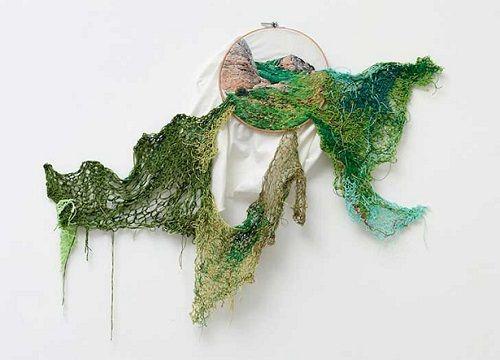 «Suspensiones» de Ana Teresa Bardoza, el arte de bordar