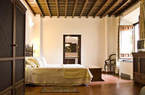 room mate lorenzo castillo (2)