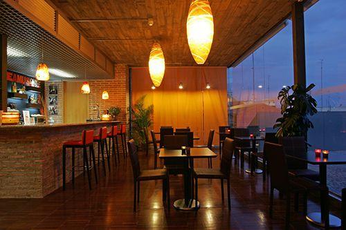 bar restaurante interior gau and cafe madrid escuelas pias lavapies