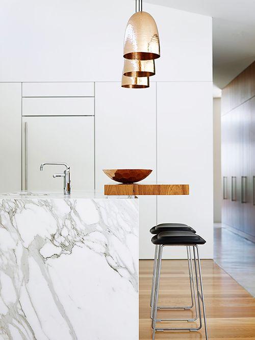 cocina encimera mesa marmol blanco gris tendencia decoracion