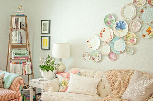 ideas decoracion salon tonos pastel platos paredes