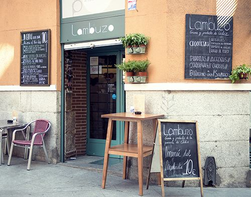 bar lambuzi madrid exterior cocina gaditana restaurante