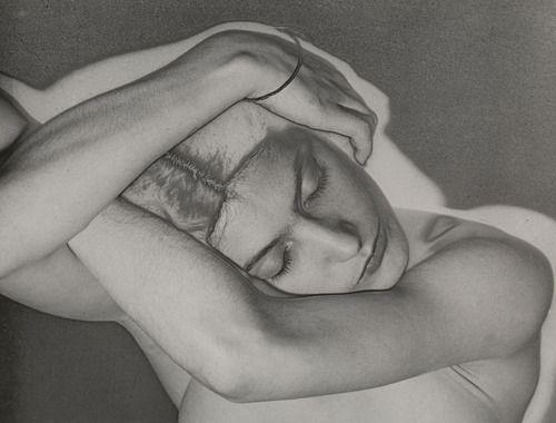 mujer durmiendo fotografia solarizacion man ray