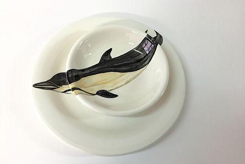 nuria blanco ceramica artesanal ilustrada vajilla delfin