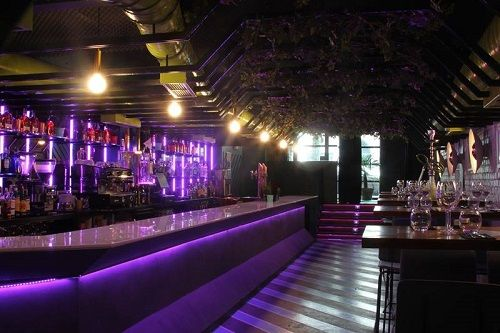 barra de bar de noche (3)