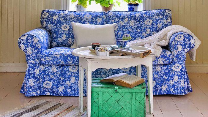 ektorp ikea flores blancas fondo azul bemz